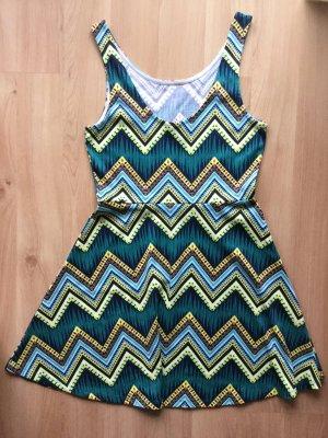 H&M Kleid mit Zick-Zack Muster in grün Tönen
