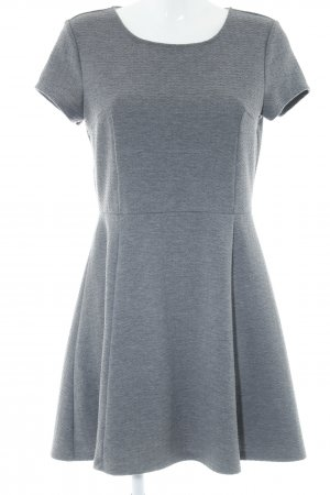 H&M Abito a maniche corte grigio Stampa suggestiva stile professionale