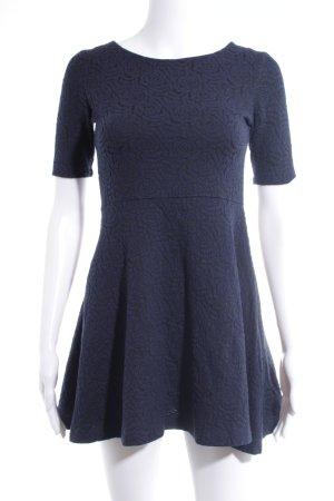 H&M Kurzarmkleid schwarz-dunkelblau florales Muster Romantik-Look