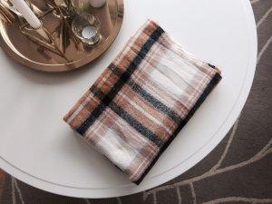 H&M - Kuscheliger Schal mit Karomuster