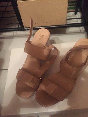 H&M Lack Sandalen mit Blockabsatz