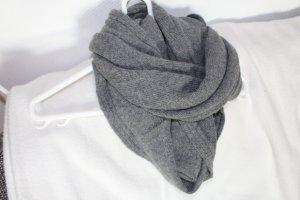 H&M Loop Schal aus Wolle
