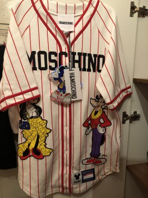 H&M MOSCHINO Kollektion Baseball-Kleid
