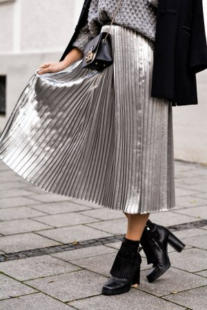 H&M Pleated Skirt silver-colored polyester