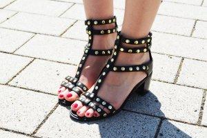 H&M Riemchen-Sandaletten schwarz Nietendetails
