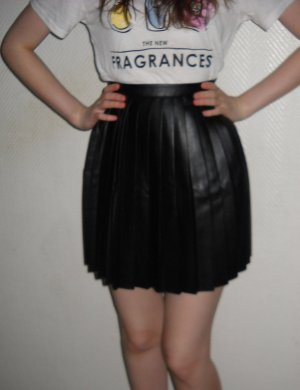 H&M Rock Plissee Leder Imitat schwarz Falten Blogger plissiert 34 36 XS S NEU Et