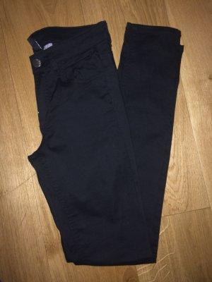 H&M Röhrenjeans schwarz