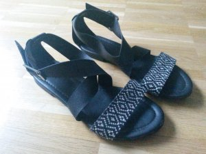 h&m Sandalen 36 Azteken schwarz/weiß &other stories