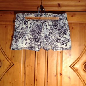 H&M Shorts mit Blumenprint in M