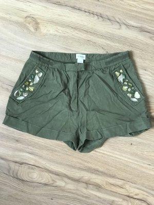H & M Shorts // Olivgrün // Größe 36
