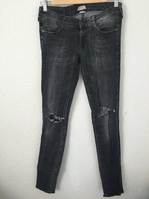 H&M Skinny Jeans mit DIY Rissen Grauschwarz