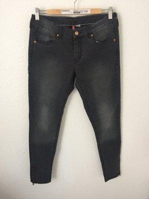 H&M Skinny Jeans mit Reißverschlüssen