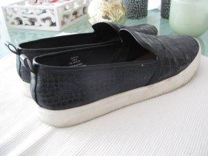 H&M Slippers in Krokooleder Optik schwarz mit weißer Sohle