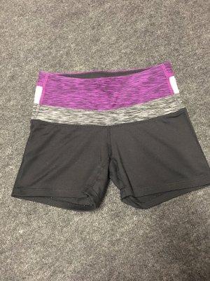 H&M Sport Hotpants Shorts XS 32 34 schwarz Bund lila