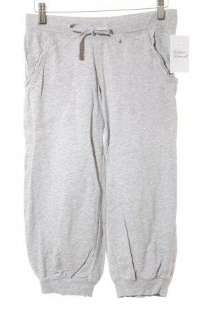 H&M pantalonera gris claro look casual