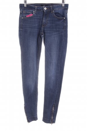 H&M Stretch Jeans dunkelblau Street-Fashion-Look