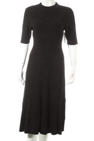 H&M Stretchkleid schwarz Street-Fashion-Look