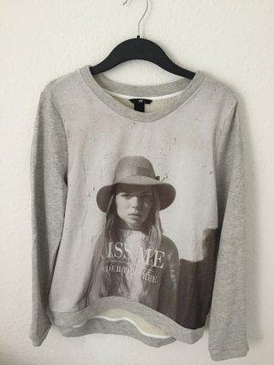 H&M Sweatshirt mit Foto Print Grau