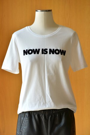 H&M T-Shirt weiß Kurzarm 36/S Flockprint Druck Motiv now is now neuwertig
