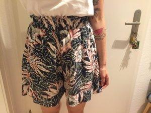 H&M Trend Blumen Shorts florales Muster mit Seitentaschen neu!