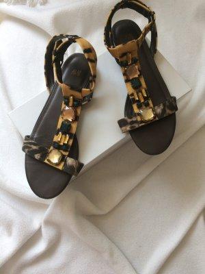 H&M Trend Sandalen Sommer Schuhe 40 41 Zehentrenner Hippie Boho Animalprint wie NEU