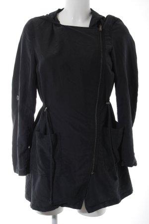H&M Übergangsjacke dunkelgrau Street-Fashion-Look