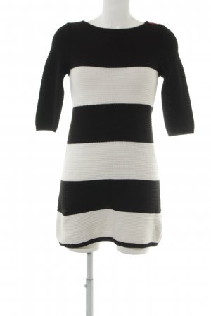 H&M Woolen Dress black-natural white loosely knitted pattern casual look