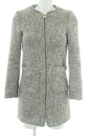 H&M Wollmantel grau-weiß Fischgrätmuster Street-Fashion-Look