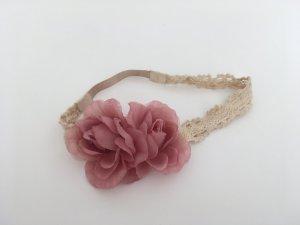Haarband mit Häkelspitze und Blumen