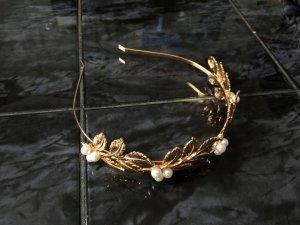 Haarreifen mit Blättern und Perlen gold