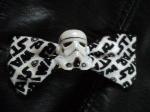 "Haarspange ""Stormtrooper"" mit Stoffschleife in AOP"