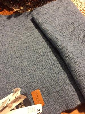 Écharpe en tricot bleu azur-bleuet