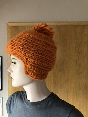 Cappello all'uncinetto arancione