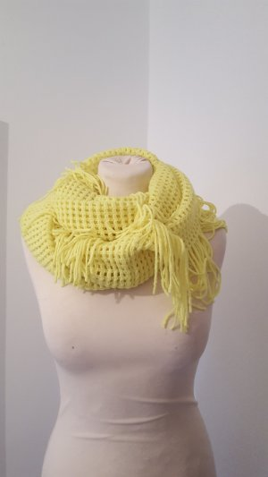 Écharpe en crochet jaune