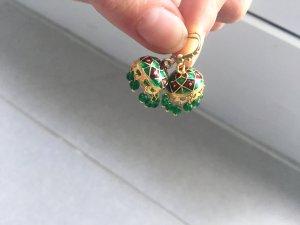 Hängende bunte Ohrringe im orientalischen Stil