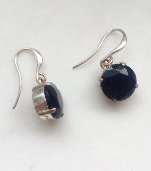Hängende Ohrringe in schwarz