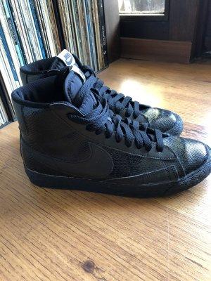 Halbhohe Nike Sneaker