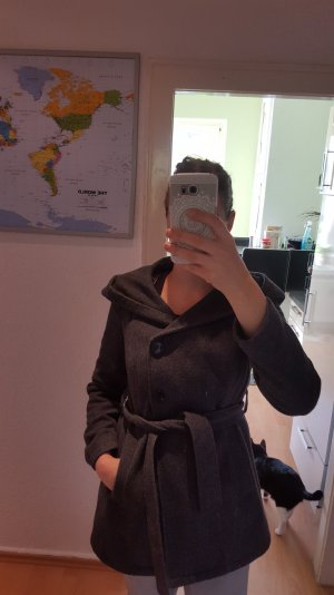 halblanger Mantel mit Kapuze