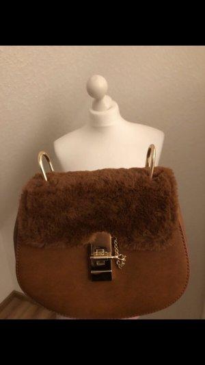 Halbrunde Tasche mit Fell (Neu)