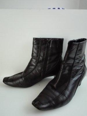Halbstiefel in schwarze  echte leder.Sehr modern und elegant mit Reißverschluss.