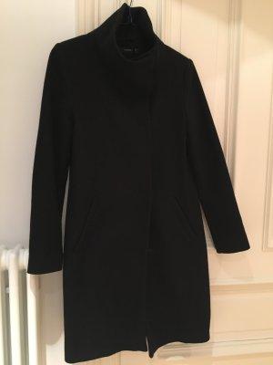 Hallhuber Mantel schwarz mit Stehkragen. Wolle