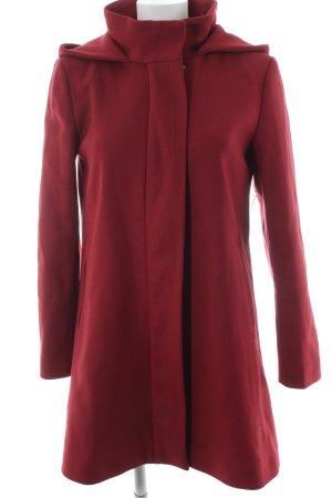 Hallhuber Wollmantel rot minimalistischer Stil