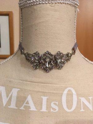 Halsband mit glitzersteinchen