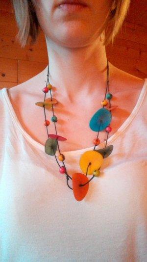Halskette aus Kokosnussschale