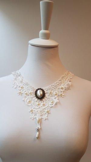 Halskette aus Spitze