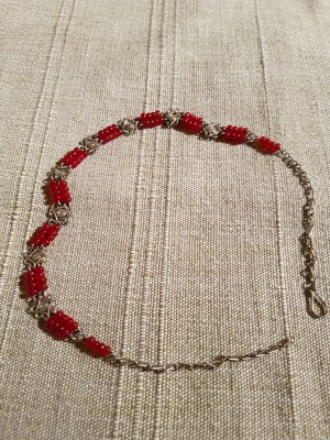 Collier argenté-rouge