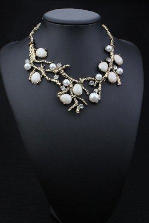Halskette in bronze/gold mit creme-weißen Steinen
