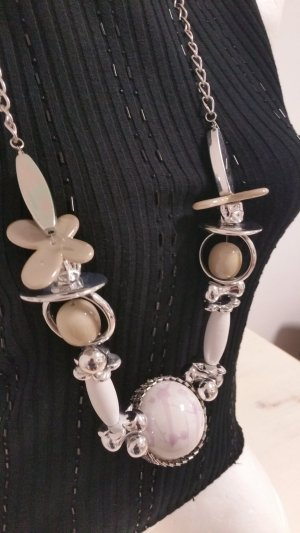 Collar blanco-color plata