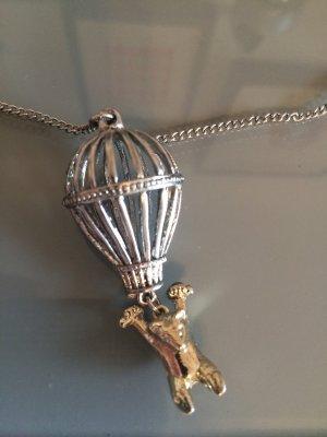 Halskette mit Bär, Heißluftballon und Schwalbe