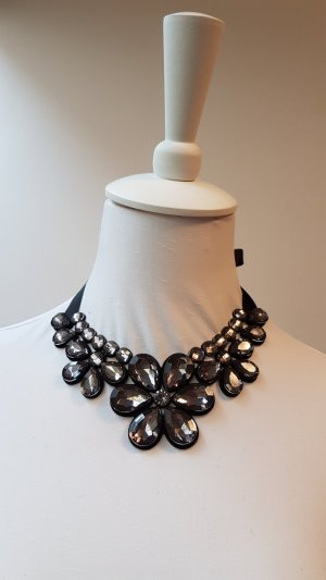Necklace black-silver-colored recycled material